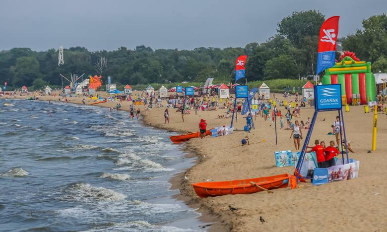 Dom Zdrojowy BrzeźnoKto woli bardziej spokojny charakter plażowania powinien zajrzeć na to kąpielisko. Znajduje się ono niedaleko brzeźnieńskiego mola