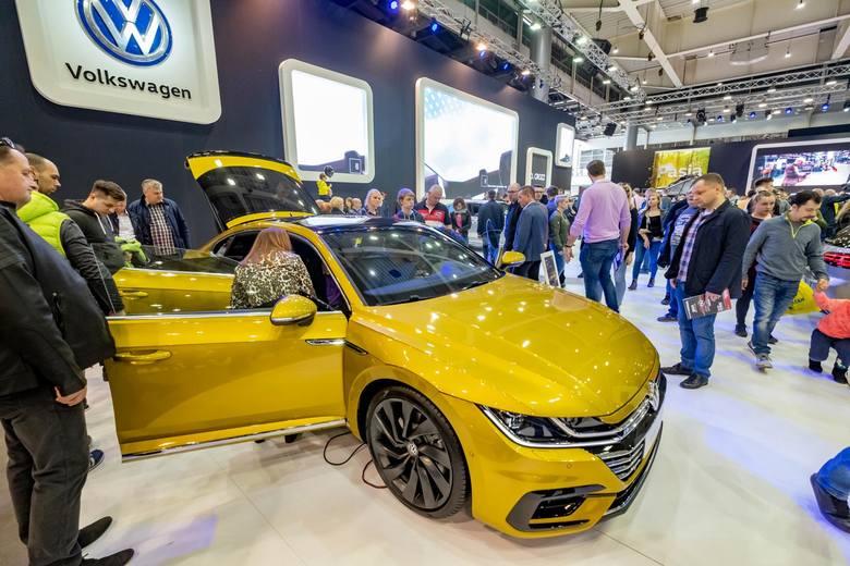Targi Motor Show Poznań odbywają się od lat 90. z roku na rok impreza jest coraz większa.