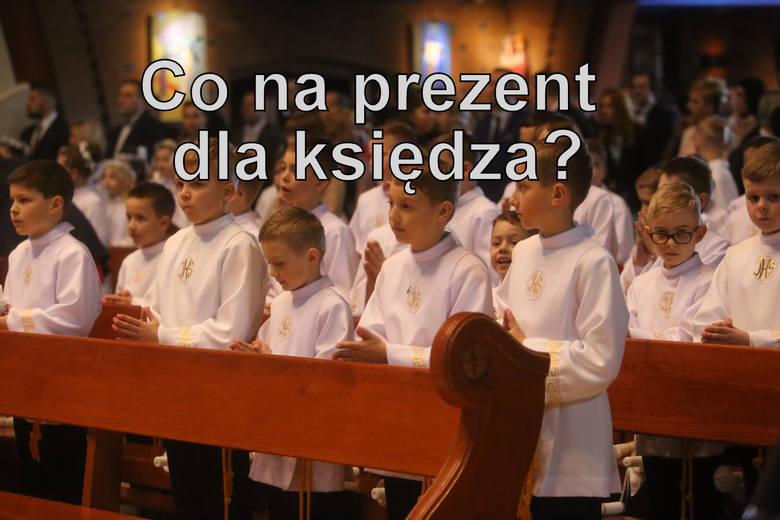 Rodzice komunijnych dzieci zwykle dają księżom i katechetom prezent w podzięce za przygotowanie do I Komunii Świętej.Najczęściej są to pieniądze, które