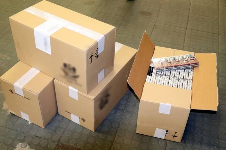 Podlaski oddział Krajowej Administracji Skarbowej zablokował przemyt do Polski 875 tyś. paczek nielegalnych papierosów (zdjęcia)