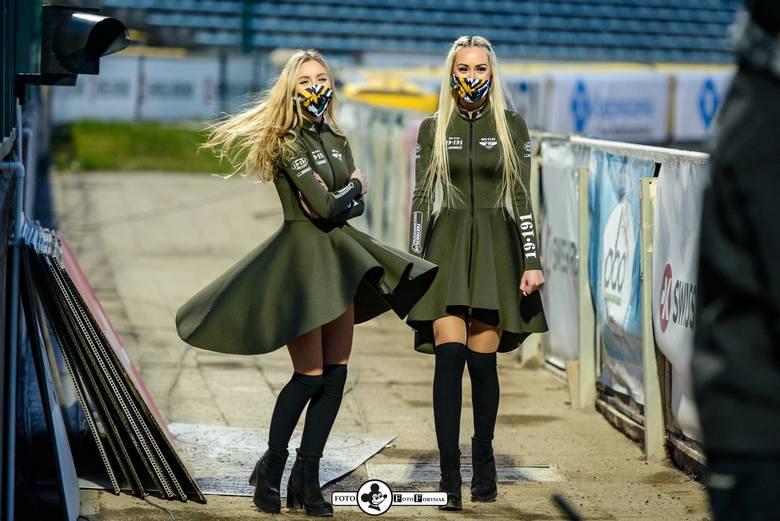 Dziewczyny z grupy Bis Taxi Falubaz Girls od lat towarzyszą żużlowcom podczas meczów ekstraligowych Falubazu Zielona Góra na stadionie przy W69. Są również