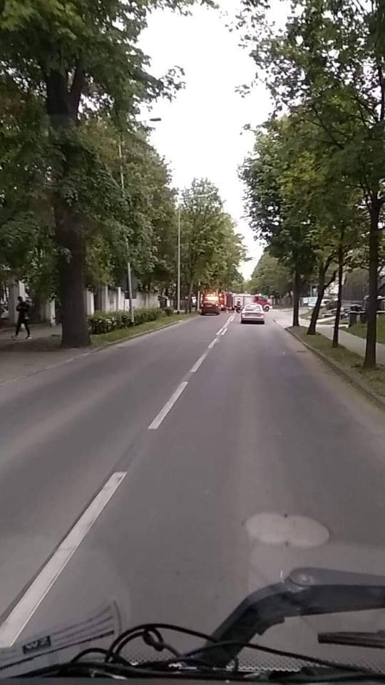 Do zdarzenia doszło w sobotę, 11 maja, na ul. Wyszyńskiego w Gorzowie. Taksówka wypadła z drogi i uderzyła w mur.Najpierw kierowca mercedesa uderzył