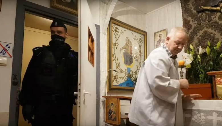 Jak tłumaczą salezjanie, powodem było nieposłuszeństwo księdza, a także specyfika prowadzenia liturgii przez niego. Podczas odprawianych mszy, zdaniem