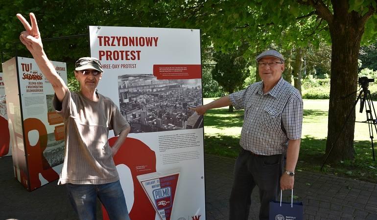 Uczestnicy lipcowego strajku 1980 r. w Dysznikach Zdroju.
