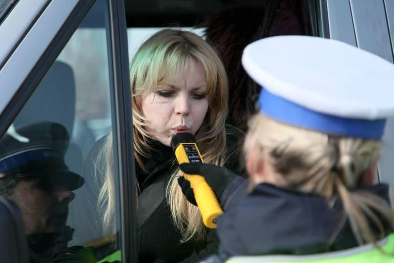 Wielka kontrola policji. Zatrzymywali tylko kobiety [WIDEO, ZDJĘCIA]