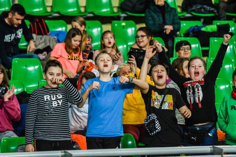 BKS Visła Bydgoszcz wygrał pierwszy mecz w sezonie! Podopieczni Przemysława Michalczyka w 16. kolejce Plus Ligi pokonali Cerrad Czarnych Radom 3:2. Bydgoszczanie