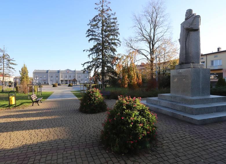 W niedzielę odwiedziliśmy Zwoleń. W godzinach popołudniowych na ulicach nie było wielu mieszkańców. Wszyscy raczej stosują się do zaleceń premiera Mateusza
