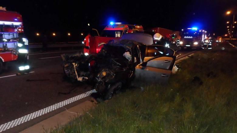 Nadal nieznane są przyczyny tragedii, do której doszło w nocy z niedzieli na poniedziałek na autostradzie A1 w pobliżu Włocławka. Jechali nim kibice