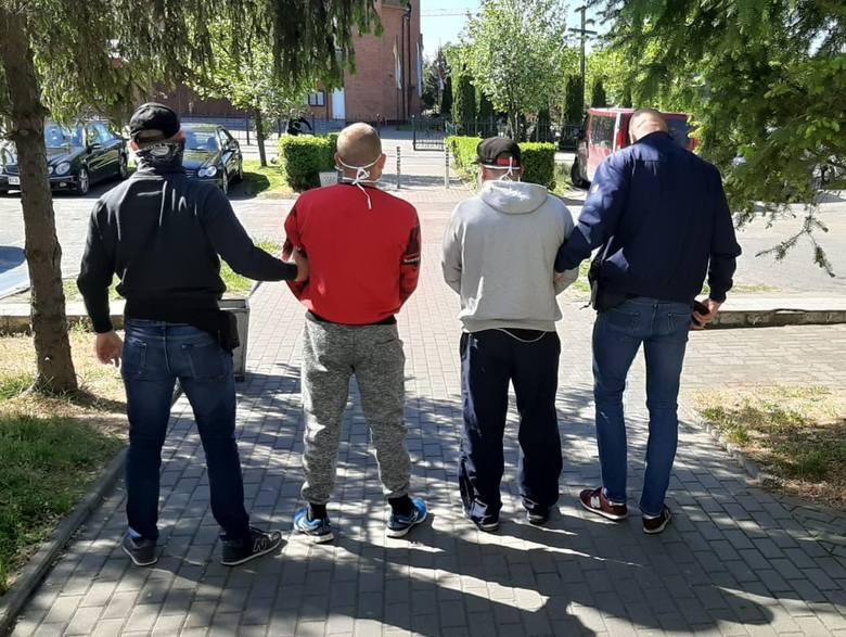Kryminalni z bydgoskiego Śródmieścia ustalili i zatrzymali sprawców kradzieży pojazdu marki Jaguar. Mężczyźni już usłyszeli zarzuty.