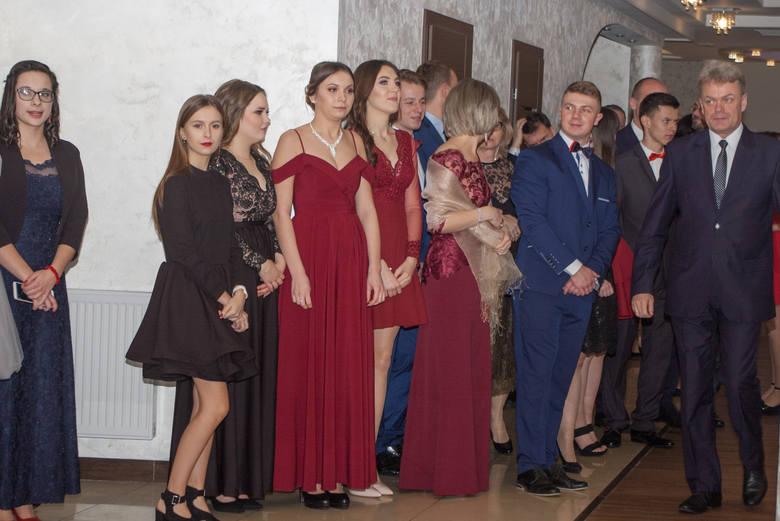 Uczniowie ZSZ w Gorlicach bawili sie na studniówce w Domu Weselnym Mardan w Ropie