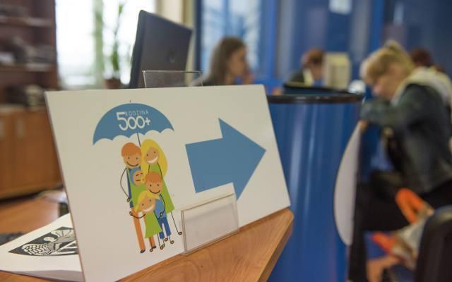 Tysiące rodzin musiało zwrócić pieniądze z programu Rodzina 500+. W większości były to zatajenia i zapominalstwo, ale również niewiedza- tak jak w przypadku