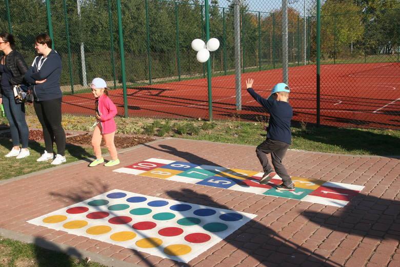 W Ostrowi oddano dzieciom nowy plac zabaw [ZDJĘCIA]