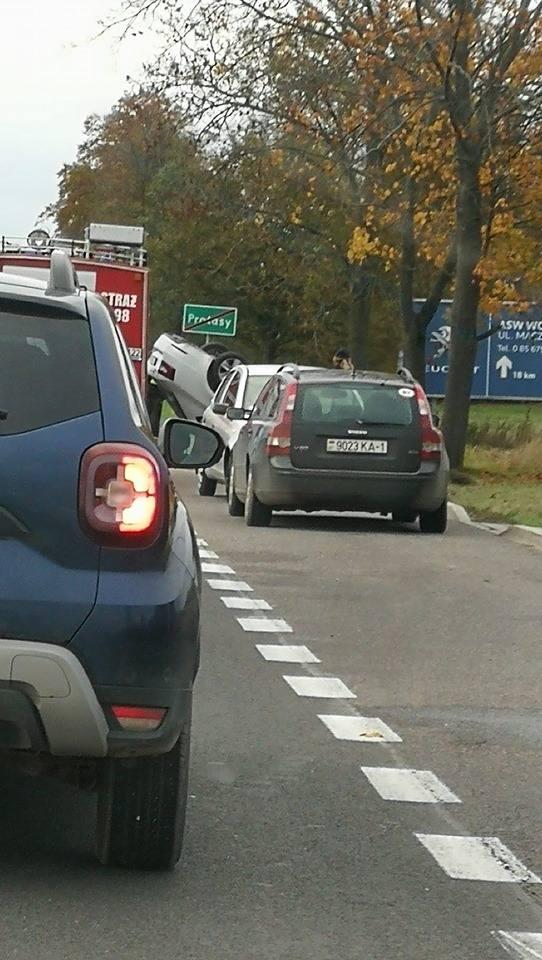 W miejscowości Protasy doszło do wypadku podczas wyprzedzania. Zdjęcie pochodzi z fanpejdża Kolizyjne Podlasie