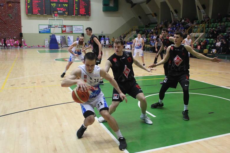 W meczu koszykówki o mistrzostwo II ligi, zespół KSK Noteć Inowrocław pokonał Sklep Polski MKK Gniezno 85:70 (20:15,20:18,17:18,28:19). Punkty zdobyli: