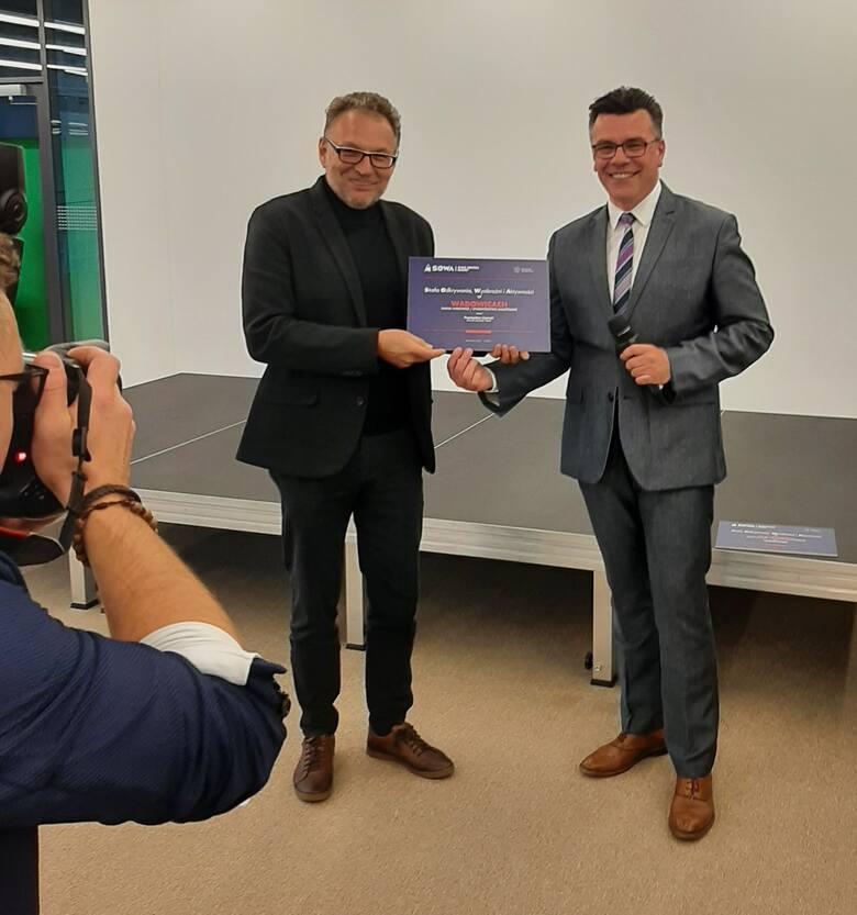 Wadowice znalazły się wśród 32 miast z całej Polski, w których powstaną otwarte mini-centra nauki. Piotr Wyrobiec i Robert Firmhofer po podpisaniu u
