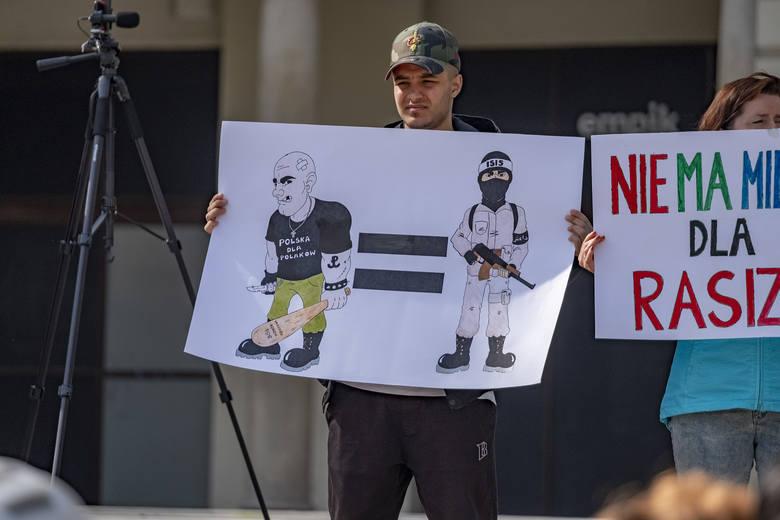 Około 200 osób pojawiło się w sobotę na placu Wolności, aby zamanifestować swój sprzeciw wobec rasizmu. Jak mówili organizatorzy, chcieli tym samym oddać