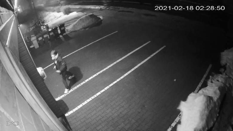 Młody wandal rozrabiał w Bogdańcu. Uszkodził bankomat, zaatakował jednostkę OSP Bogdaniec