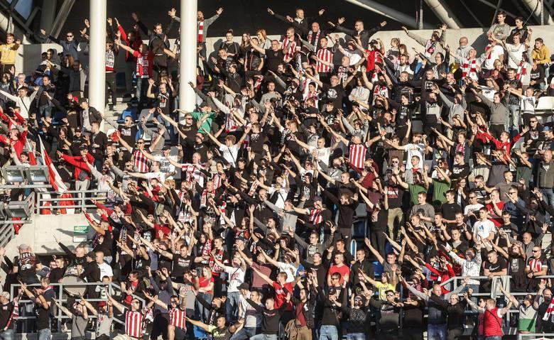 Meczów piłkarskich na Podkarpaciu z tygodnia na tydzień coraz mniej, ale i tak nadchodzący weekend zapowiada się bardzo ciekawie. Atrakcyjnie zapowiadają