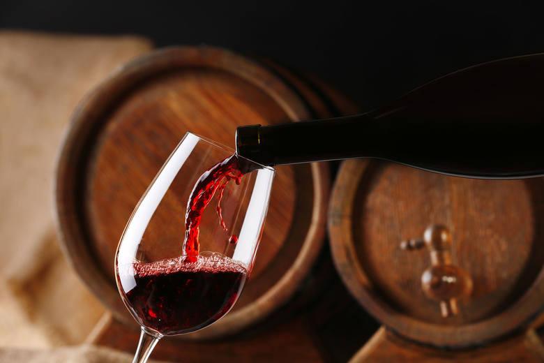 Czerwone wino zawiera m.in. reserweratol, jednak w dalszym ciągu jest to napój alkoholowy i nie powinien być konsumowany zbyt często.