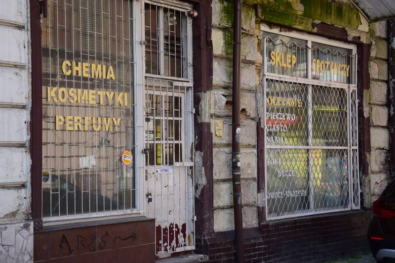 Kiedyś ulica Św. Ducha była jedną z głównych i najbardziej reprezentacyjnych ulic Inowrocławia. Tędy jeździł tramwaj, tutaj robiło się zakupy. Dziś to