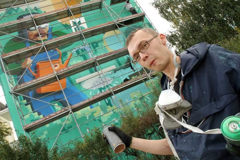 Drugą Złotą Karetę w kulturze otrzyma Andrzej Poprostu. To grafik, ilustrator, twórca znanych prac plastycznych na murach Torunia. Jego murale można podziwiać na szczytach bloków i wieżowców na osiedlach Na Skarpie i Mokre.