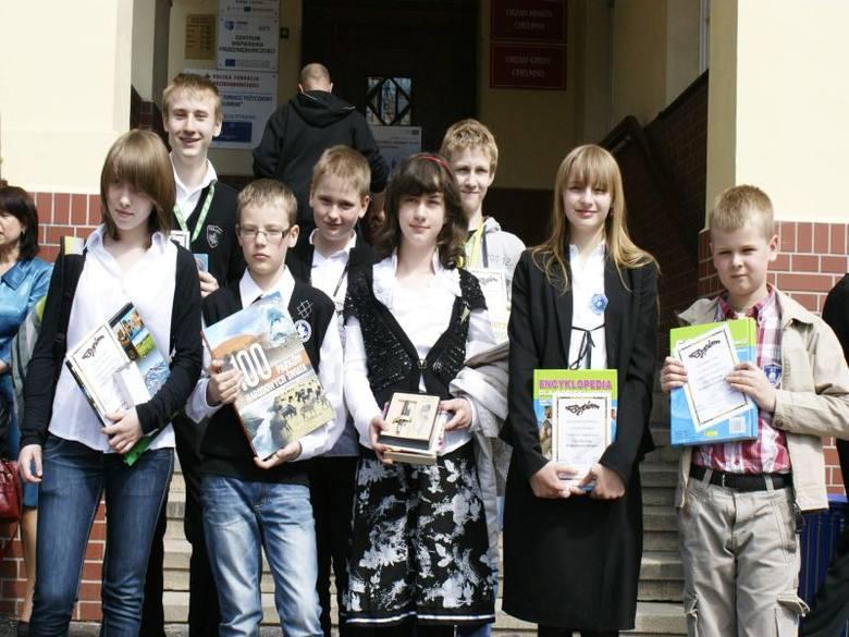Na zdjęciu (od lewej): u góry: Jakub Ćwik, Adam Łapczyński; na dole: Natalia Czarnecka, Jakub Domagalski, Oliwia Wiśniewska, Dominika Golińska i Jakub
