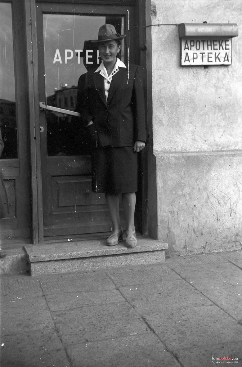 17. 1943 , Apteka w Skierniewicach.