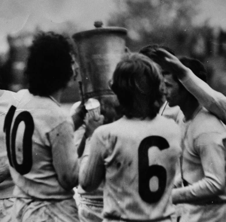 Napieracz przez całą karierę grał z numerem 9 lub 10 na koszulce.