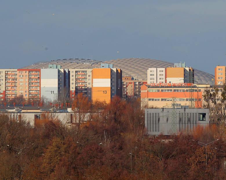 Wieża widokowa na Szachtach oficjalnie otwarta! Poznań można podziwiać z wysokości 22 metrów. Wieża jest drewniana i powstała w pięknej okolicy. Wszystko w ramach projektu z Poznańskiego Budżetu Obywatelskiego. Sprawdźcie co można z niej zobaczyć.<br /> <br /> [b]Przejdź do kolejnego zdjęcia...