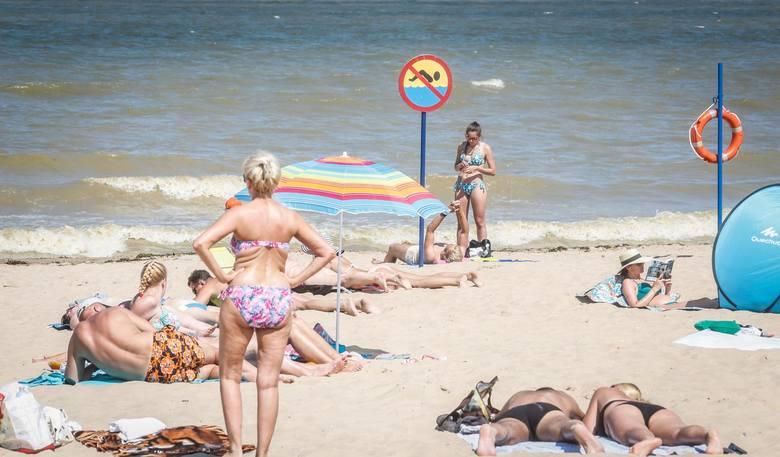 Plaże w czasie epidemii koronawirusa będą czynne, ale mają na nich obowiązywać specjalne ograniczenia. - Optymalnie byłoby, aby na plaży przebywało około