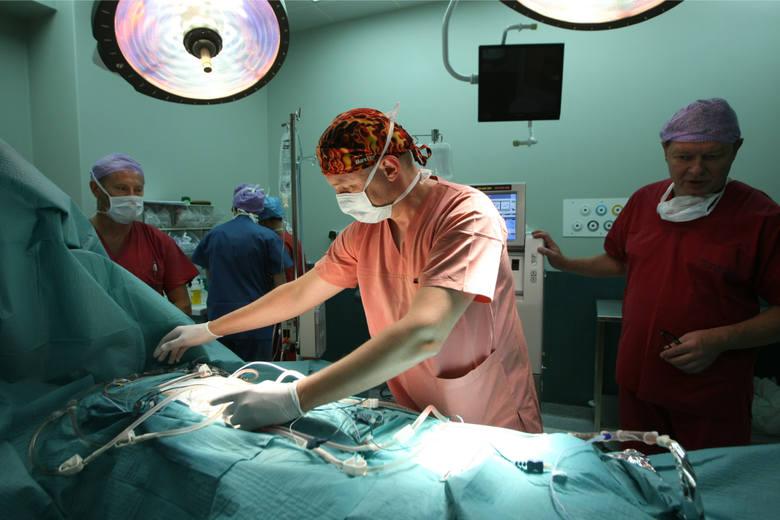 W Dolnośląskim Centrum Onkologii chorzy na raka z przerzutami do jamy brzusznej leczeni są nową, rewelacyjną metodą. Nie boli i jest bardzo skuteczn