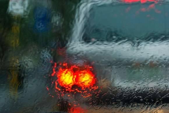 Gołoledź to największe zagrożenie nawet dla doświadczonych kierowców
