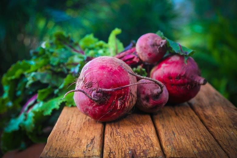 Buraki to warzywo nie do przecenienia, o licznych właściwościach prozdrowotnych ze względu na bogactwo witamin oraz składników mineralnych. Zawierają