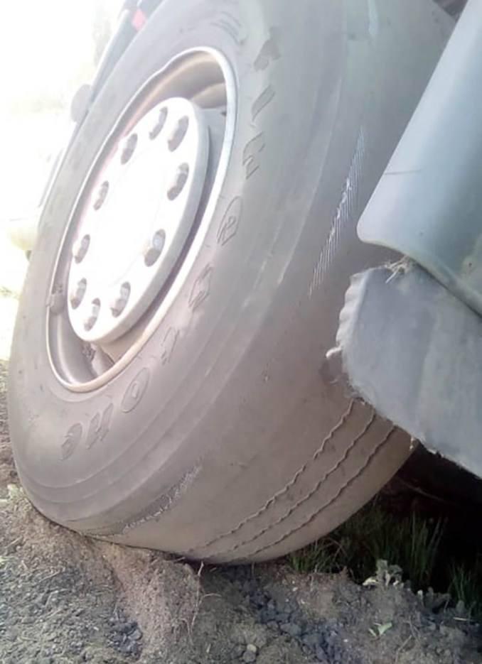 Do zdarzenia doszło w środę, 10 kwietnia, na trasie koło Krzeszyc. Z drogi wypadła ciężarówka z ładunkiem papieru