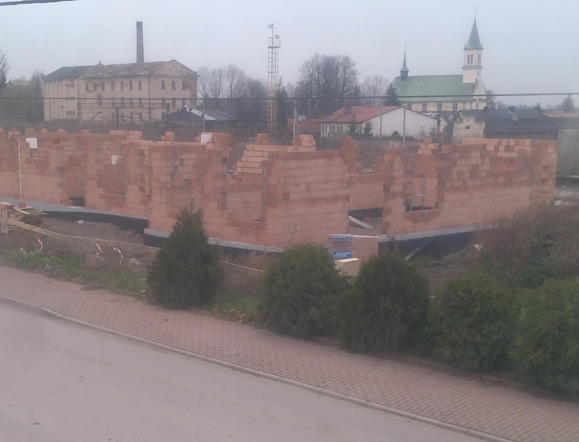fb1494930f39f Jeszcze kilka tygodni temu wójt Jan Żebrak nie krył swoich obaw  na placu  budowy przedszkola
