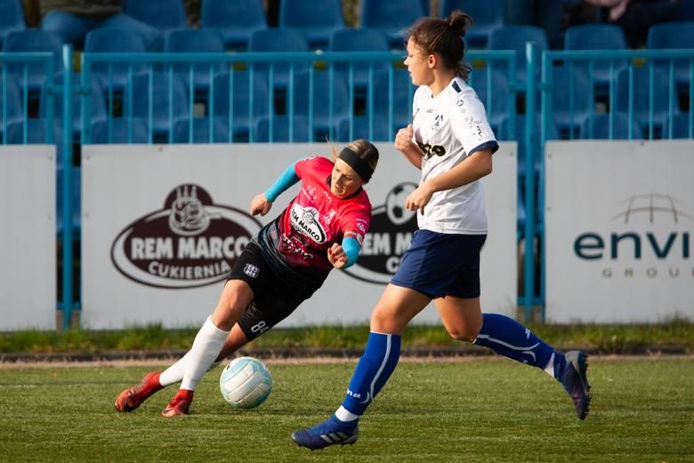 Szalone widowisko stworzyły w niedzielę dziewczyny walczące o punkty w ekstralidze. Zespół KKP Rem Marco Bydgoszcz przegrywał 0:1 i 1:2, następnie prowadził