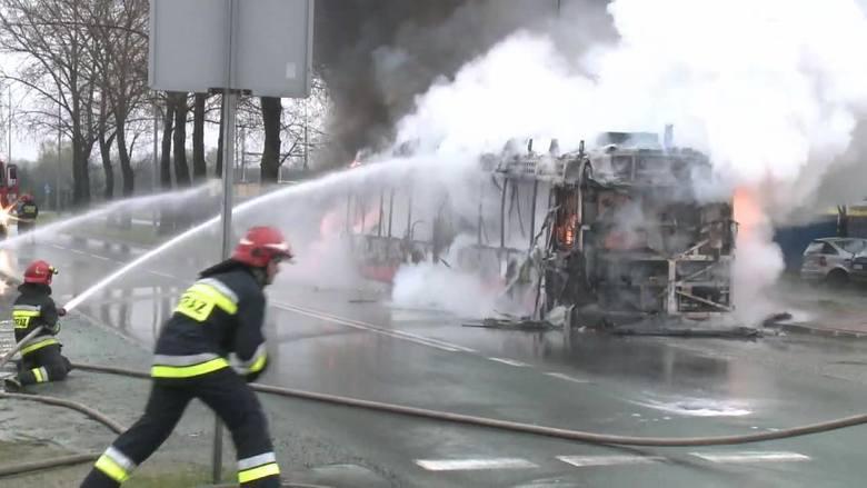 Autobus hybrydowy w Częstochowie spłonął w zajezdni. Straty są ogromne