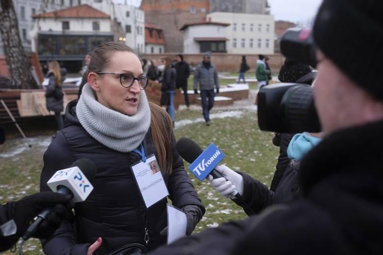 Tysiąc osób przeszło przez toruńską starówkę protestując przeciw zasadom wyboru zarządcy schroniska dla zwierząt.- Prezydencie, zrób wyjątek. Okaż serce