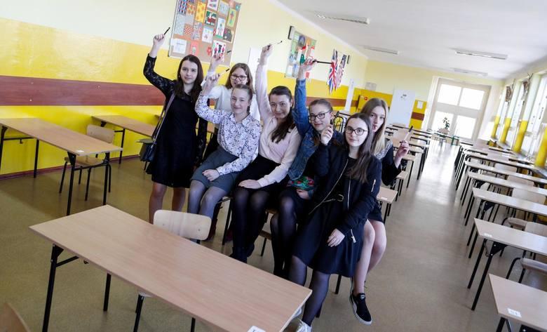 Ósmoklasiści z SP nr 16 w Rzeszowie bez problemów napisali wczorajszy egzamin ósmoklasisty 2019 języka polskiego.