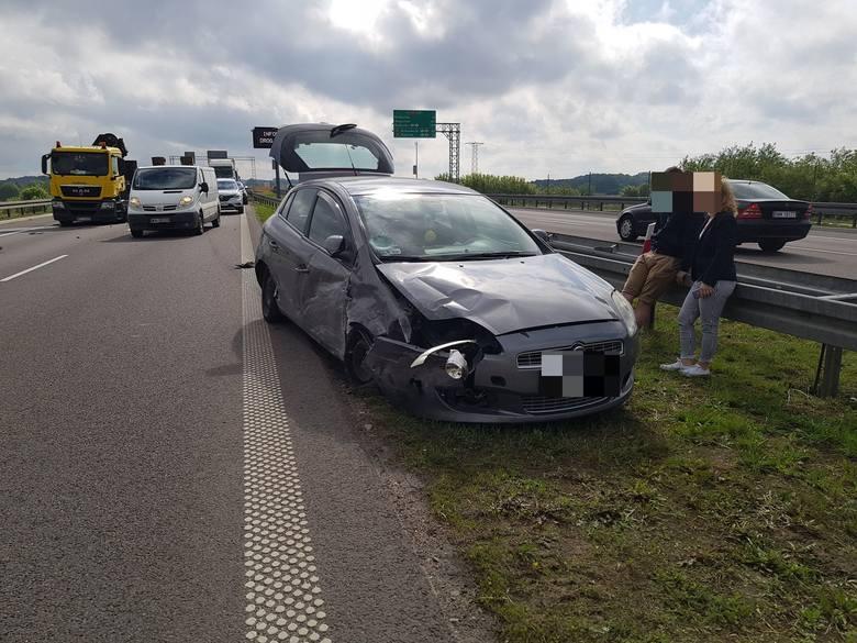 W środę po godz. 9 doszło do kolizji na trasie z Białegostoku do Warszawy. W pobliżu zjazdu z S8 na Tykocin zderzyły się samochód osobowy i ciężarowy.Zdjęcia