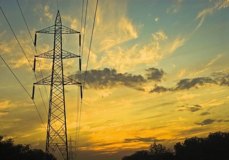 W najbliższych dniach mieszkańcy kilku miejscowości w naszym regionie muszą być przygotowani na przerwy w dostawie energii elektrycznej. Gdzie zabraknie