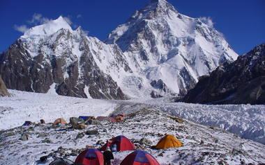5 marca Maciej Berbeka, Adam Bielecki, Tomasz Kowalski i Artur Małek dokonali pierwszego zimowego wejścia na ośmiotysięcznik Broad Peak. W trakcie wyprawy