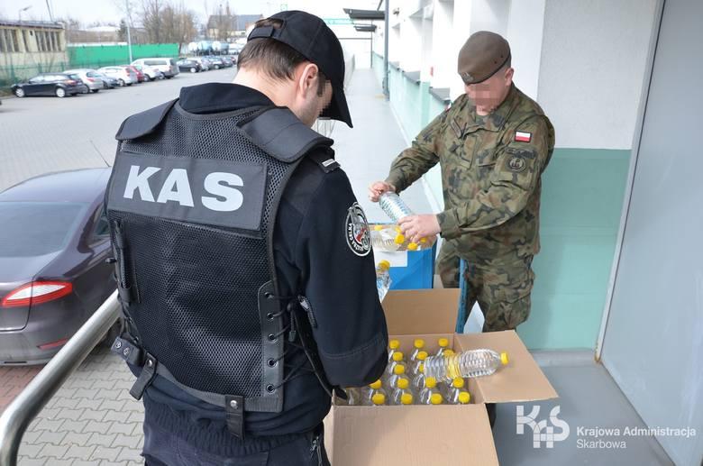 Kujawsko-pomorska Krajowa Administracja Skarbowa (KAS) przekazała Wojskom Obrony Terytorialnej 600 litrów alkoholu pochodzącego z przestępstwa. Spirytus