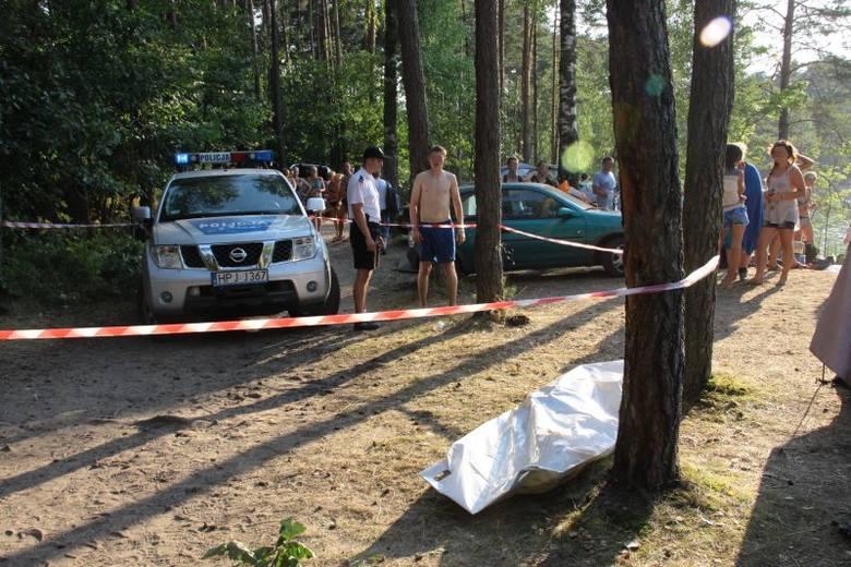 W Jeziorze Srebrnym w Osowcu utonął po południu 21-letni mężczyzna, który od kilku dni bawił się tu z grupą przyjaciół. - Wskoczył do wody i już nie