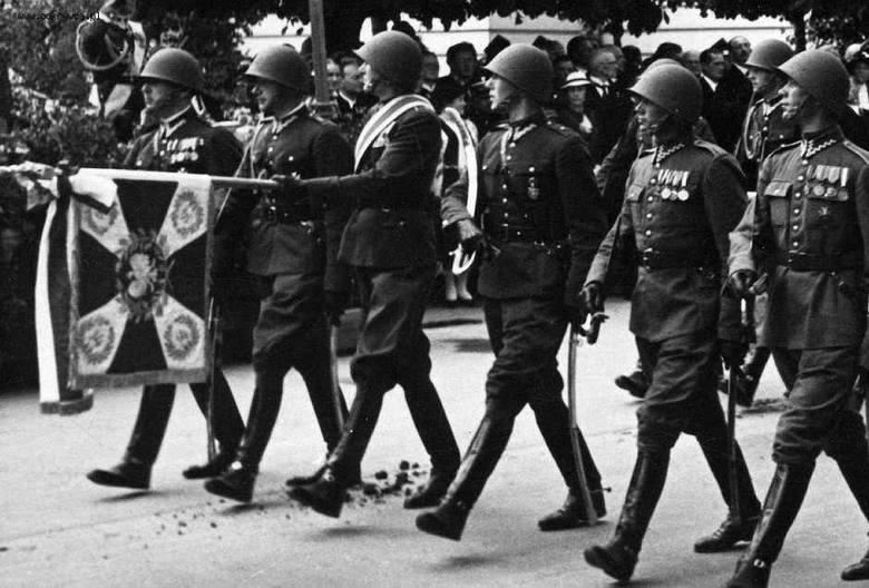 Po 79 latach udało się to dzięki rekonstruktorom z Grupy im. Brygady Kawalerii Plis. Odtworzony sztandar zostanie wyświęcony w sobotę.