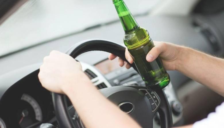 Powiat przasnyski. Obywatelskie zatrzymanie pijanego, 9.11.2019. Miał 3,5 promila i dożywotni zakaz prowadzenia pojazdów
