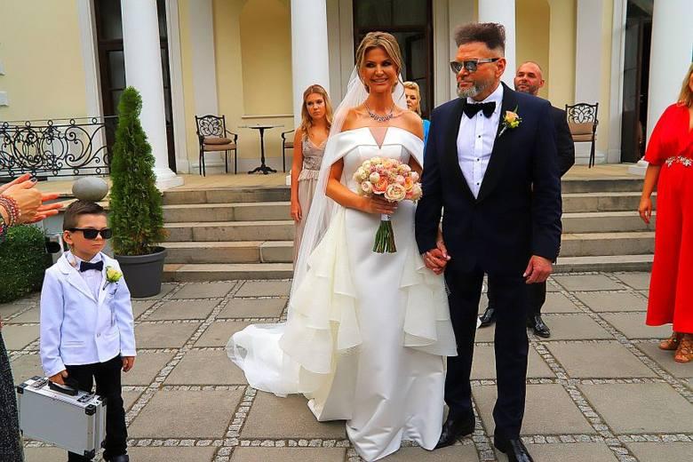 Krzysztof Rutkowski i Maja Plich  wzięli ślub w podwarszawskim Rozalinie.  Ceremonia odbyła się pod gołym niebem, w bajkowej scenerii pałacowego ogrodu