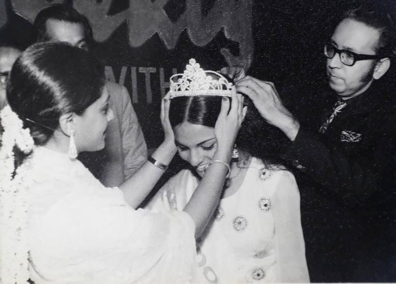 Koronacja Anity Agnihotri na Miss Indii 74. Ten tytuł zapewnił jej udział w konkursie Miss International