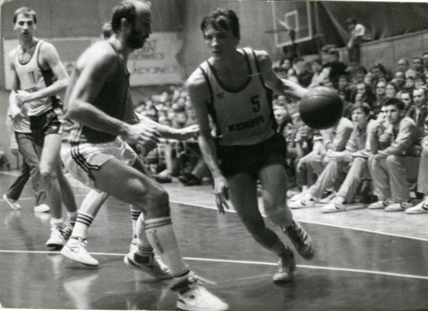 Mariusz Kaczmarek. Legenda zielonogórskiej koszykówki. Starsi kibice pamiętają, co potrafił wyrabiać na parkiecie, a młodsi znają to z opowiadań. Gdyby