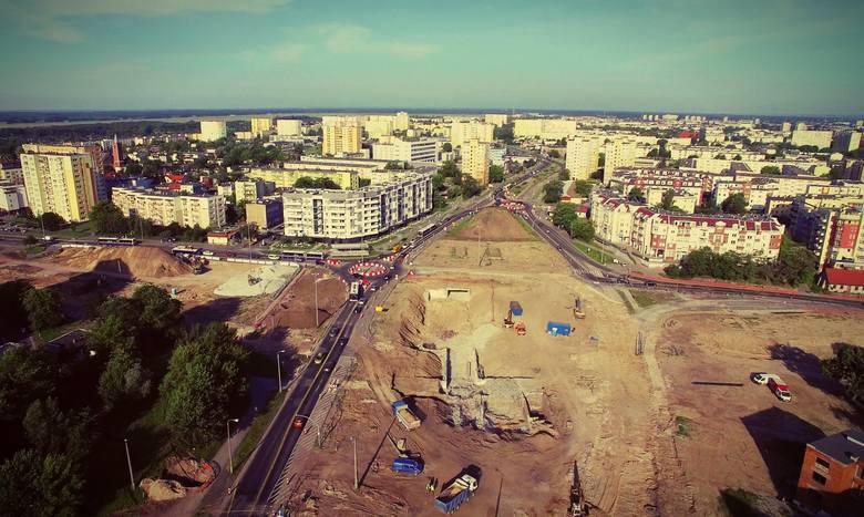Trwa przebudowa ulicy Kujawskiej i ronda Kujawskiego w Bydgoszczy. To największa inwestycja realizowana w Bydgoszczy od lat. Prace kosztować będą w sumie